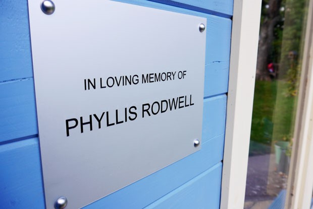 Photo showing cabin plaque in memory of Phyllis Rodwell