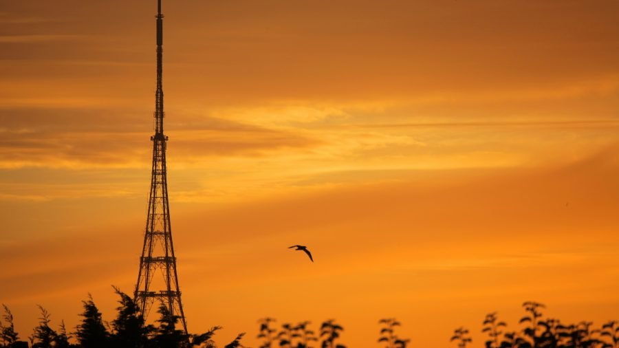 The transmitter in Bromley at sunrise